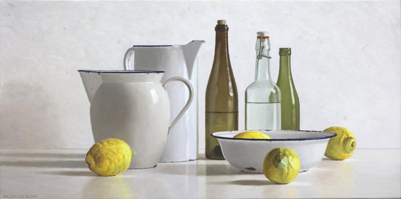 Hoofdfoto 2 kannen, 3 flessen, kom en 4 citroenen