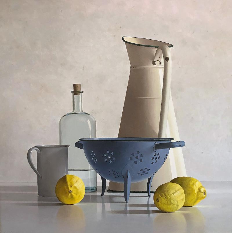 Hoofdfoto 2 kannen, fles, vergiet en 3 citroenen