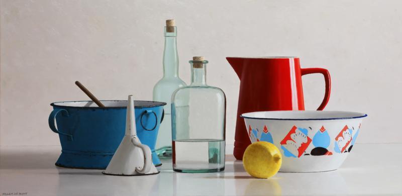 Hoofdfoto Stilleven met citroen, blauw vergiet en rode kan