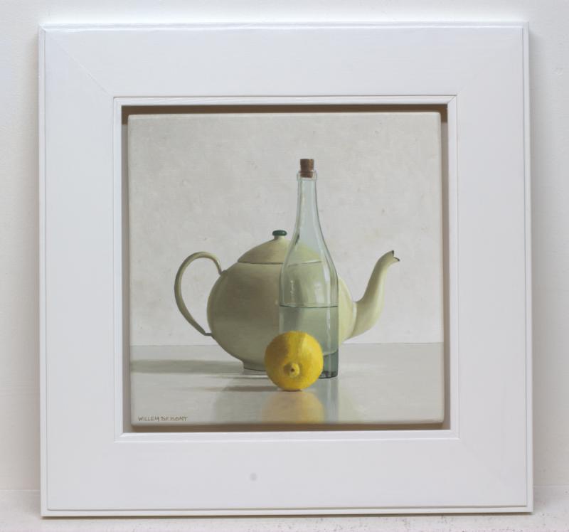 Foto 2 van Theepot, fles en citroen
